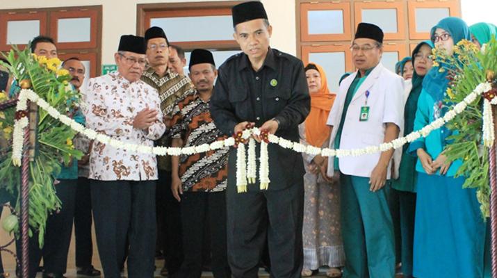 Ketua PCNU Kabupaten Ponorogo, fatchul Azis meresmikan Ruang VIP dan VVIP RSU Muslimat Ponorogo