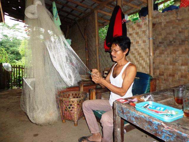 Pengrajin Jala Desa Darmakradenan Kecamatan Ajibarang Kabupaten Banyumas.