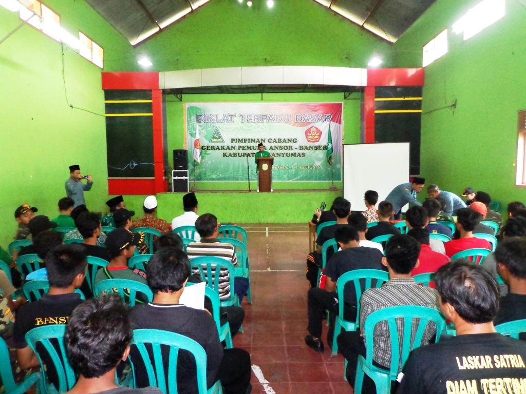 Ketua GP. Ansor Banyumas Tantowi S.Pd.I saat membuka pendidikan dan pelatihan dasar kader Ansor dan Banser, di Kelurahan Pasir Kidul Kecamatan Purwokerto Barat, Jum'at (1/4) kemarin.