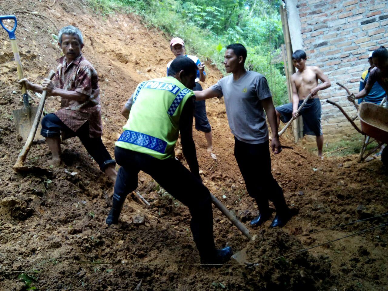 Bencana alam menerjang Desa Baosan Lor, Kecamatan Ngrayun, Ponorogo. (Muh Nurcholis)