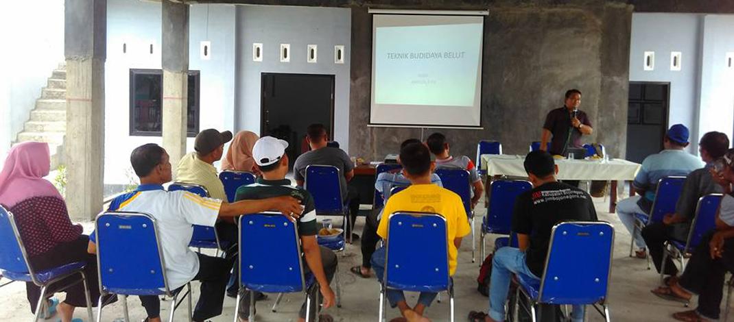 Pelatihan budidaya Belut kepada warga yang dilaksanakan di Balai Desa Tlatah, Sabtu (05/11/2016)