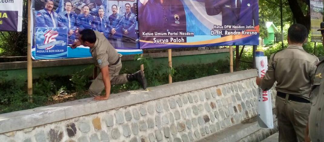 Warga Dukung Aksi Pencabutan Baliho Nakal