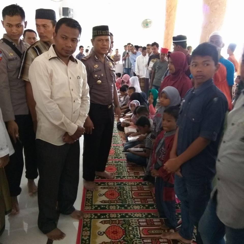 Keuchik Gampong Jurong Pande Bersama Kapolsek Kecamatan Glumpang Tiga (Foto Keuchik Jurong Pande)