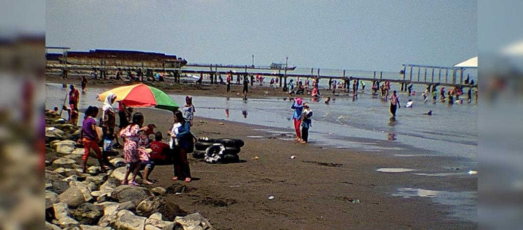 Salah satu sudut Pantai Alam Indah,Tegal (foto : Darojat)