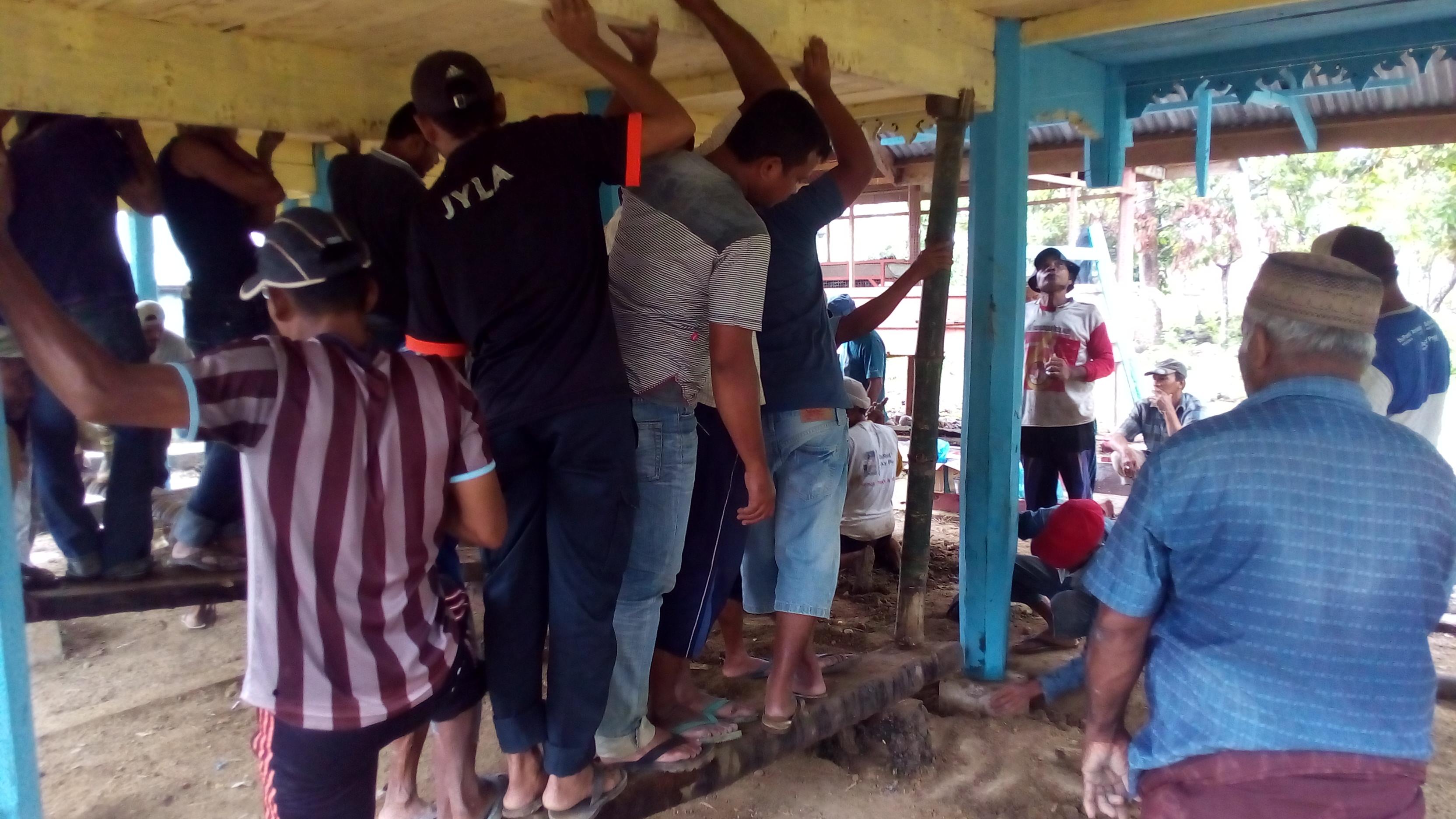Suasana Gotong Royong di Gampong Cot Baroh