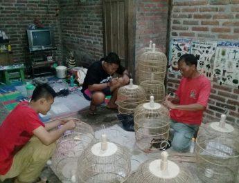 Anak Muda Desa Duri Bikin Kerajinan Sangkar Burung
