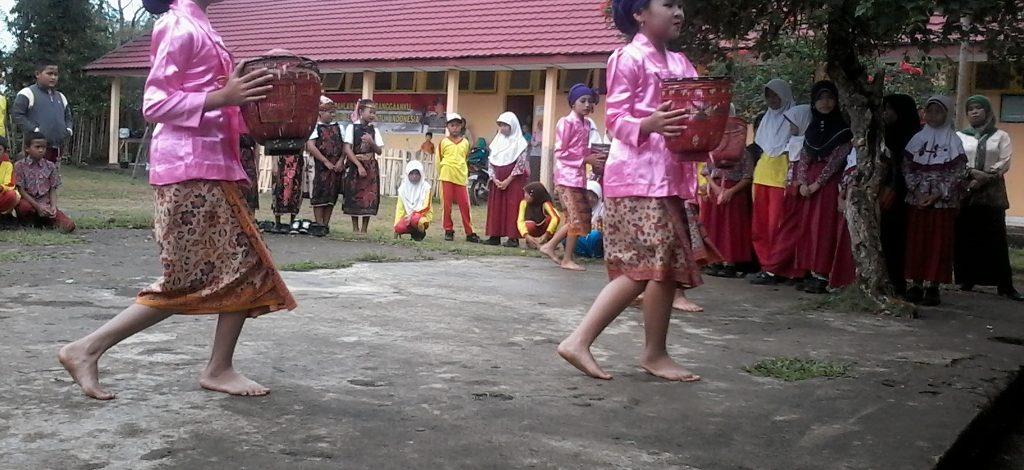 Sekolah Salah Satu Wadah Pelestarian Budaya Daerah