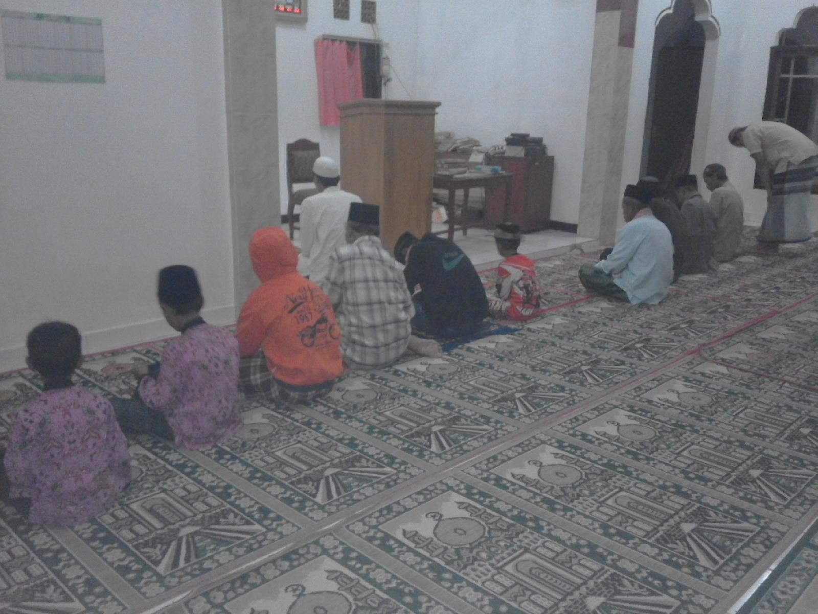 Subuh Berjama'ah Siswa TPA ( Taman Pendidikan Alqur'an ) Masjid Nurul Iman Desa Lmusgede